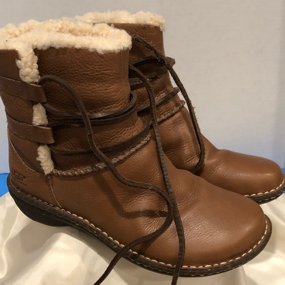 e4fe8dc4585 Ugg Australia 1932 W Caspia leather boots